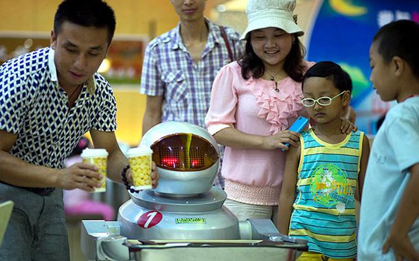 china-robot-restoran-1-610x380